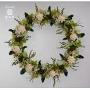 ドライフラワーリース、白のソーラーフラワーにグリーン系の小花でナチュラルな雰囲気