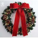 赤いリボンのクリスマスリース 大きなサイズ ヒイラギの葉と木の実