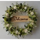 白と緑のお花、ドライフラワーのウェルカムリース