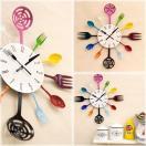 可愛らしいデザインの壁掛け時計...