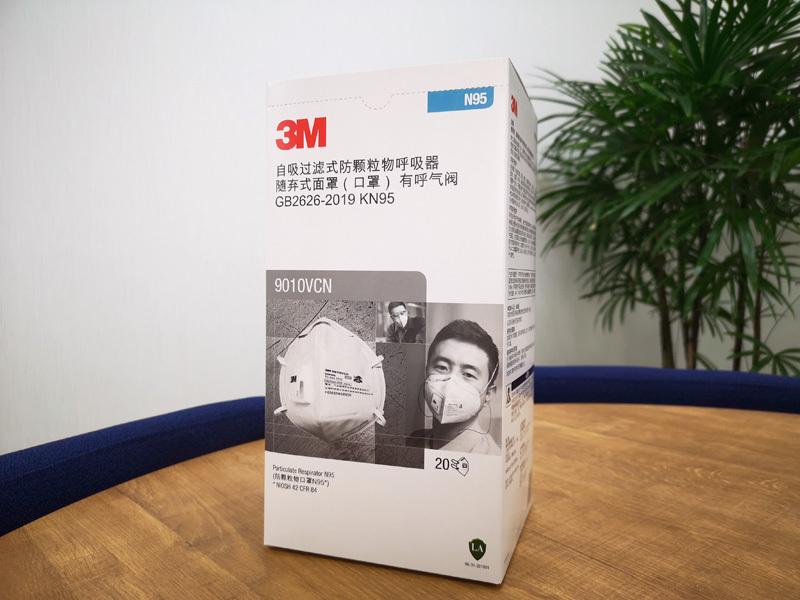 1商品画像2つ折りタイプの排気弁付き。 熱気やムレを排出。マスク容積が大きいので呼吸がラクです。