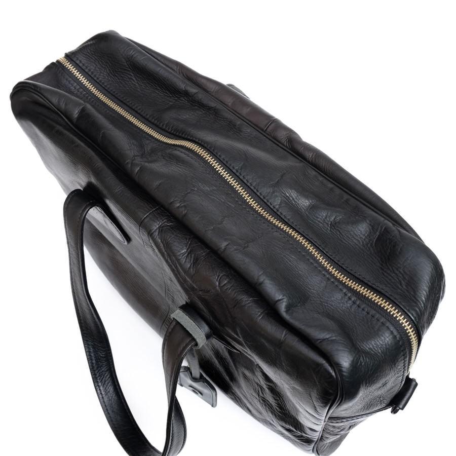 637ed128b454 商品説明ソフトな風合いながらヴィンテージムード漂う質感、デュアルスレザーを使用したボストントートバッグ。デイリー使いから、旅行まで幅広く活用いただける魅力的  ...