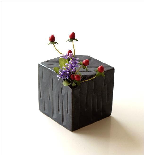 黒釉しのぎさいころ花入れ(1)