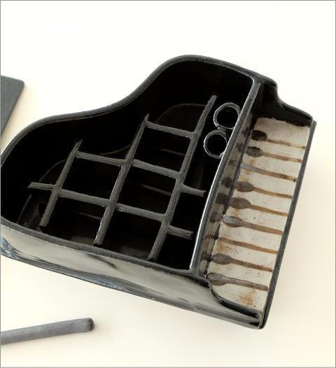 陶器のフラワーベース ピアノ(2)