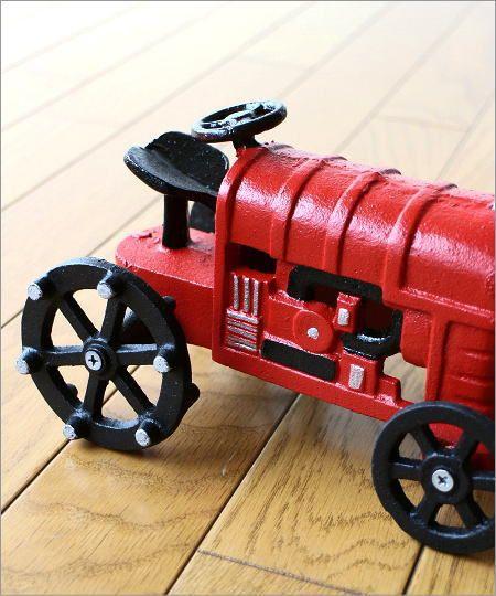 赤いトラクターのオブジェ(2)