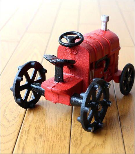 赤いトラクターのオブジェ(3)