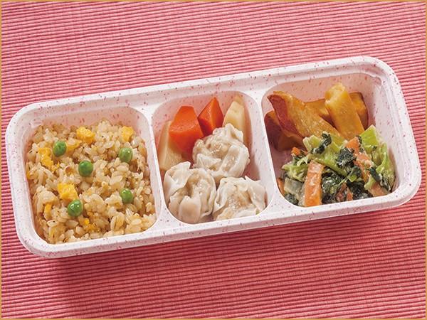 ウーディッシュ 五穀の炒飯風と肉シューマイ(387kcal)