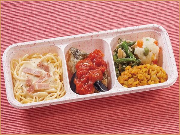 ウーディッシュ カルボナーラと白身魚のトマトソース(346kcal)