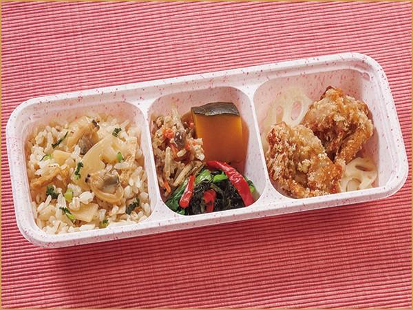 ウーディッシュ 筍ごはんと鶏の唐揚げ (336kcal)