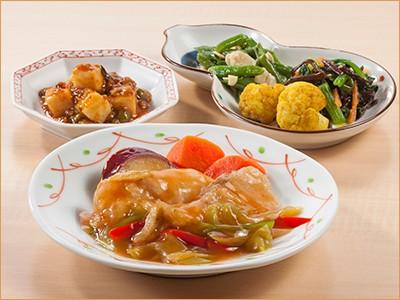 気くばり御膳 白身魚と彩り野菜の甘酢あんとおかず4種