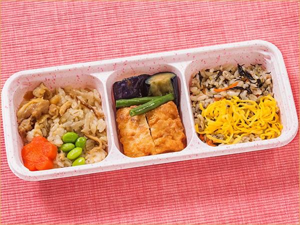 ウーディッシュ 和ごはんと豆腐のひき肉包み揚げ(313kcal)