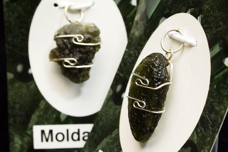 モルダバイトポリッシュ原石ペンダント