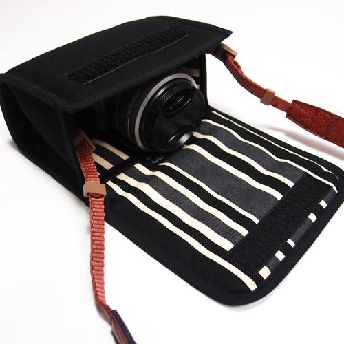 FUJIFILM X-A5ケース レンズキット用 XA5-001 (ブラック・カーボンストライプ)の商品画像|2