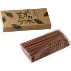 くすの木せんこう 天然くすのきから抽出した白精油成分に 甘い香りを増す為のハチミツをプラス。古典的な製法にこだわって練り上げた スティックタイプの線香