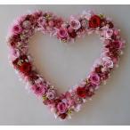 白いお花にピンクと水色、ドライフラワーのハートリース