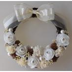 白いお花、白いリボンのドライフラワーリース