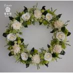 ショッピング 白いバラにグリーン系の小花、ナチュラルな仕上がりのプリザーブドフラワーリース