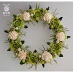 緑色のバラに白のソーラーフラワー、 ナチュラルな色合いのプリザーブドフラワーリース