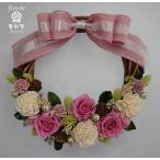 ショッピング ピンクのバラ、白いソーラフラワー、緑と茶の木の実や小花のプリザーブドフラワーリース