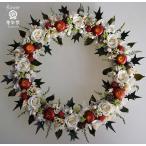 ショッピングリース クリスマスリース、プリザーブドフラワーの白いバラ、りんご、ヒイラギの葉