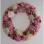 ピンクの濃淡のお花で、ドライフラワーリース