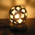 砂岩のランプ 燈篭 丸型・お花 [H.24cm] アジアンインテリア アジアンランプ 照明 エスニック テーブルランプ フットライト