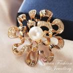 ブローチ スワロフスキー フラワーパール Gold + White Thick 18K Rose Gold Filled Made With SWAROVSKI Pearl Hollow Out Flower Brooch