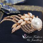 ブローチ スワロフスキー フェザーパール Gold + White 18K Rose Gold Plated Made With Swarovski Created Pearl & Opal Feather Brooch