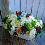 フラワーアレンジメントスクエアタイプ バスケットにぎゅーとお花を入れてナチュラルテイストでお贈りします