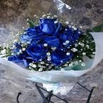 10本のブルーローズ(青いバラ)とカスミソウの花束のラメを付豪華な花束を贈り物におススメです。