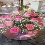 ドーム型のたくさんのカスミソウにピンクのバラの可愛らしいお花を贈り物に☆