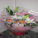 女性に喜ばれる白いカスミソウとカサブランカの可愛らしい花束を贈り物に!