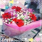 赤いガーベラとカスミ草いっぱいの花束を贈り物に!