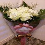 10本の白いバラとかすみそうの花束にメッセージを添えて!!