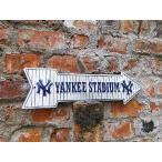 アメリカンブリキ看板 ヤンキースタジアムはこちらの矢印看板 アメリカ雑貨 アメリカン雑貨 サインプレート ティンサインボード