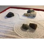 枯山水の箱庭(Zen Garden)で和むキット 漆塗りのお膳に自然石を並べて白砂(寒水砂)に砂紋を描けるミニ熊手付き『ZenTei-003』