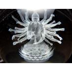 幻想的に浮かび上がった 千手観音像 クリスタルガラス製直径約80mm人工水晶 レーザー彫刻の千手観音像 丸玉置物 専用台座付き