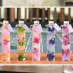 Yahoo!クロスリースタイル【お買い得】ハーバリウムフラワー 円柱型ビンの中の花と植物 5色セット 誕生日プレゼントなどに新感覚のフラワーギフト 夏ギフトにおすすめ