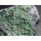 北海道産 灰クロム柘榴石&クロム鉄鉱/Uvarovite&Chromite 原石 A-GAR015