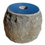 【国内加工】【売れてます!】黒御影石の束石、沓石 (上面磨き、側面自然風仕上げ) 上面5寸〜7寸、高さ5寸