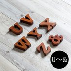 アルファベット オブジェ 木製 木彫り U〜& 無垢材 自立タイプ 西海岸 男前
