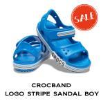 【クロックス crocs キッズ】crocband logo stripe sandal boy/クロックバンド ロゴ ストライプド サンダル ボーイ/プレップブルー