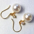 ショッピングtokia 18金ゴールド 7mmあこや真珠 0.1ct 天然ダイヤモンドピアス フックピアス パールピアス