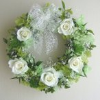プリザーブドフラワーリース ブライダルギフト ホワイトローズ&グリーンのリース 壁掛け/結婚祝い/誕生日プレゼント/新築祝い