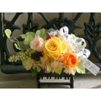 ショッピング陶器 陶器のミニピアノにプリザーブドバラの黄色系アレンジ★送料無料★