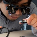 送料無料 ルーペ メガネ LED ヘッドルーペ 拡大鏡 10倍 15倍 20倍 25倍 軽量 LEDライト付き 眼鏡 ヘッドバンド めがね 眼鏡 メガネルーペ 双眼/_75146