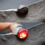 ショッピングGARNET レッドガーネットinグラファイト(黒鉛)約56g 原石 天然石 graphite 黒鉛 Garnet