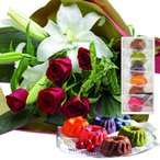お祝い 内祝い 花とスイーツ ギフトセット 豪華 ユリ レッドバラ 花束 と はちみつとクリームチーズのフルーツケーキ6個 写真入りメッセージカード (SE)
