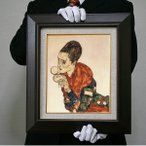 エゴン・シーレ:コンパクトを持った女優マルガ・ボエルナーの肖像(原寸大・482×305)