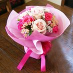 敬老の日 花束 ブーケ ピンク 薔薇 花瓶のいらない花束  生花 プレゼント ギフト誕生日 結婚記念日 結婚祝い 画像 送料無料